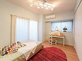 子供部屋や書斎として活用できるプライベートルーム。収納スペースもたっぷりの機能的なスペースです。