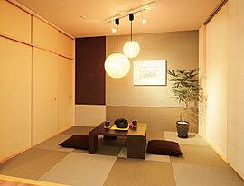 伝統的な和の室内は住まいに落ち着きを与えます。大切なお客様を迎える客間として使うに相応しい空間です。宿泊用のゲストルームにもおすすめです。