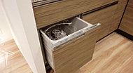 食器のセットがしやすい食器洗い乾燥機を標準でご用意しました。銀イオンカートリッジを使用すれば、気になる細菌の繁殖を抑制します。
