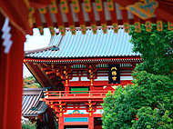 鶴岡八幡宮 約1,800m(徒歩23分)