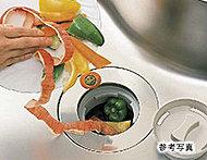 生ゴミを粉砕処理するディスポーザー。不快なニオイがキッチンにこもりません。ゴミ出しの負担を減らし、環境にやさしいシステムです。