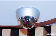 風除室やエレベーター内部など、共用部での要所に防犯カメラを設置。万一の防犯対策としています。