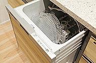洗浄力を高めた食器洗い乾燥機を採用。多くの食器を効率よく洗える上に、節水効果にも優れているため、ランニングコスト削減にも貢献します。