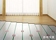 お子さまやご高齢の方も安心して使える、安全で空気が汚れないクリーンな暖房。足元から部屋全体を暖めます。※リビング・ダイニングのみ