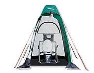 下水道のマンホール蓋を緊急時に取り替えて使用し、簡易テントによりプライバシーも確保されるマンホールトイレ。