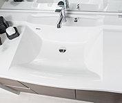 洗面化粧台には、お手入れしやすい、カウンターとボウルに継ぎ目のない一体型を採用。