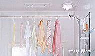 冬場の予備暖房、入浴後の除湿やカビの防止など様々な機能を備えています。雨の日は洗濯物の乾燥にも役立ちます。