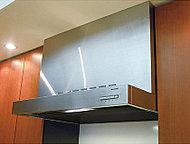 油汚れもサッと拭くだけで取れるホーロー整流板を採用。取り外し可能で丸洗いもOKです。