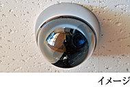 人の出入りが多いエントランスや駐車場などの共用部に防犯カメラを設置しています。