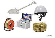 防災時に役立つ機器をはじめ、ヘルメットや工具、災害用救急箱などを備えた防災備蓄倉庫を設置。地震などの非常時に備えています。