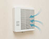 浴室暖房乾燥機の常時換気機能によって、住戸内を微弱風が循環。ホルムアルデヒド等のシックハウス対策にも配慮しています。