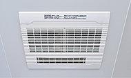 雨の日に洗濯物を干せる浴室換気乾燥暖房機を設置しています。