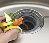 生ゴミを粉砕・浄化して下水に流します。臭いも残らず室内を清潔に保てます。