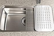 3層のスペースを活かして、「洗う」「調理する」「片付ける」動作がラクにこなせる、効率的なユーティリティシンクを採用。※Cタイプ除く