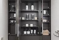 三面鏡の裏には、化粧品やヘアケア用品などの小物類がスッキリと収まり、ドライヤー&ティッシュスペースも設けた機能的な収納を確保。