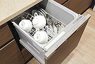 調理後や食後の片付けを軽減できる食器洗い乾燥機を採用。手洗いに比べて節水効果も期待できます。