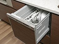 食後の片付けの手間を軽減できる食器洗い乾燥機を標準装備。手洗いに比べて、節水効果も期待できます。