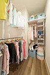 長く暮らすほど増えていく衣類だけでなく小物、雑貨、スーツケースまで多彩に収納できる大型収納。居室を広々と使えます。