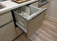 お食事後の食器をスイッチ一つでキレイに洗浄・乾燥。家事の短縮を実現します。節水効果も備えた環境と家計に優しい仕様です。