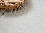 規則正しいパターンが水を誘導。乾きやすい床面でブラシの通りもよく、お掃除もラクラクです。