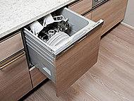 銀イオンの力で除菌効果を高め、食器の清潔性を保ちます。また、キッチンの美観を損なわないドア面材タイプを採用しています。