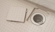浴槽のお湯を排水する際に渦を発生させ、毛髪やゴミをまとめるので、お掃除が容易です。