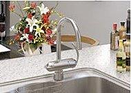 いつでも浄水に切り替えできる浄水器一体型。デザイン性も高いドイツグローエ社製の水栓です。