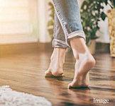 リビング・ダイニングには部屋全体を足元から暖める床暖房を採用。ホコリを舞い上げることなく、快適な室内環境を保ちます。