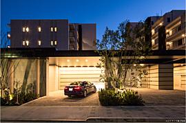 建築美と意匠美が調和する国立に相応しい上質な邸宅。