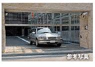 駐車場の出入口には、安全性と防犯性を高める電動シャッターゲートを設置しました。専用のリモコンで車から降りることなく操作できます。