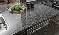 キッチンのカウンタートップには、美しく、高級感あふれる天然石を採用しました。 ※参考写真