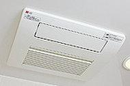 乾燥機能で雨の日でも洗濯物を乾かすことができ、換気によりカビの発生も抑制できる東京ガスのTES式浴室暖房乾燥機を採用しました。