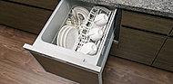効率よく食器類が洗浄でき、節水効果にも優れた食器洗い乾燥機をご用意しました。スライド式なので、楽な姿勢で食器の出し入れができます。