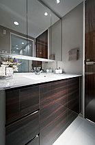 ※掲載の写真はモデルルーム(70D-3タイプ/カスタムオーダープラン)を撮影(平成27年5月)したものです。家具・調度品等オプション仕様は販売価格に含まれておりません。
