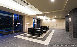 私邸へと誘う優艷なエントランスホールは、此処にしかない寛ぎの空間となる。