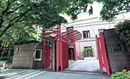 スウェーデン大使館 約1,000m(徒歩13分)