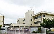 川柳小学校 約640m(徒歩8分)