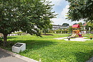 松渓橋公園 A約340m(徒歩5分)/B約320m(徒歩4分)