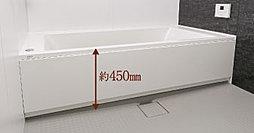 浴槽へのまたぎ高を約450㎜に抑え、出入口の段差も極力解消した、低床設計のユニットバスを採用しました。