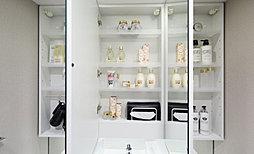 三面鏡付洗面化粧台(手元照明付)