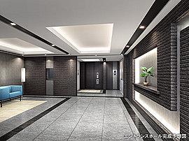 多彩な素材が奥行きのある表情を与える、気品溢れるエントランスホール。天井の間接照明から優しい光が降り注ぐエントランスホールは、様々なマテリアルを使用し、ホテルを彷彿とさせる落ち着いた空間となっています。