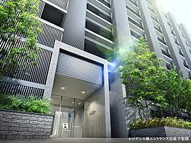 アプローチが並木道風の公開空地となるレジデンス棟は、緑を配して瀟洒な上質感を表現。背後に広がる住宅街と調和させています。