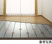 温水を利用して足元から心地よく室内を暖め、理想的といわれる『頭寒足熱』を実現する暖房システムです。