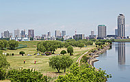 新東京都民ゴルフ場 約2,800m(徒歩35分)