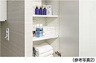 パウダールームには、タオルや肌着類などの収納に便利なリネン庫をご用意。脱衣時や入浴後など、必要なものをすぐに取り出すことができます。