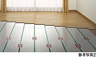 リビング・ダイニングには、東京ガスのTES温水床暖房を採用。温水を利用して足元から心地よく室内を暖め、理想的といわれる『頭寒足熱』を実現する暖房システムです。