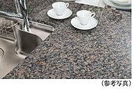 キッチンのカウンタートップには、美しく、高級感あふれる天然石を採用しました。