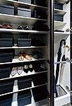 玄関には、天井近くまでの高さがあるトール型の下足入を設けました。靴類はもちろん、背丈のあるブーツや傘まで、すっきりと収納できます。※85Hタイプを除く。