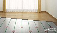 リビング・ダイニングには、東京ガスTES温水床暖房を採用。温水を利用して足元から心地よく室内を暖め、理想的といわれる『頭寒足熱』を実現する暖房システムです。