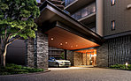 メインゲートとなるブリーズエントランスは、ダイナミックなキャノピーと重厚な石貼りの柱が優雅で上質な佇まいを演出。ホテルを思わせる車寄せが気品のあるデザインを創出し、ここに住まうことの誇りを満たしながら、迎賓の趣で迎え入れます。